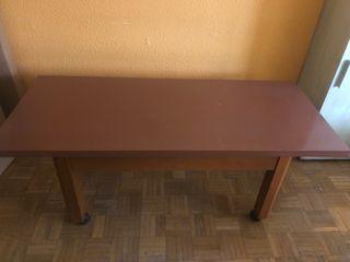 Mesa de comedor marrón