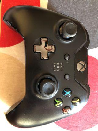Mando Xbox one Day one edition