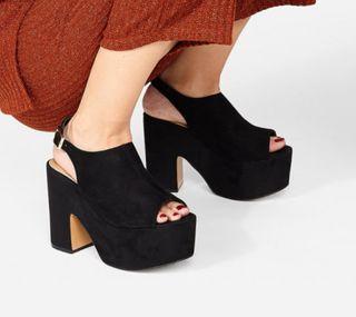 Sandalias nuevas altas