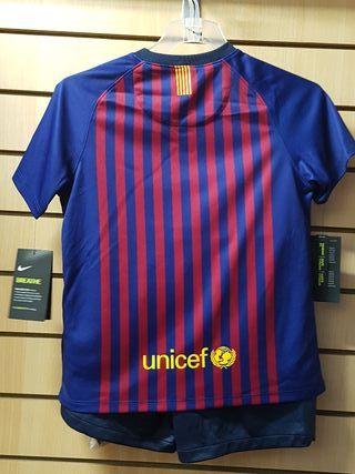 conjunto FC Barcelona 18/19 talla 4-5 años