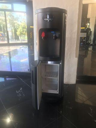 Dispensador de agua fria, caliente