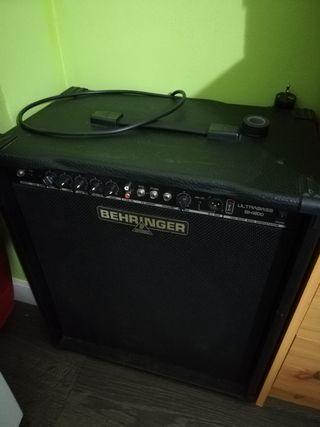 bajo Yamaha y ampli