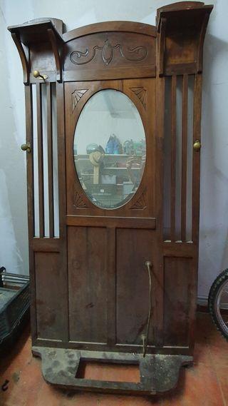 Mueble recibidor antiguo.