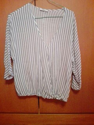 blusa de rayas blancas y azul