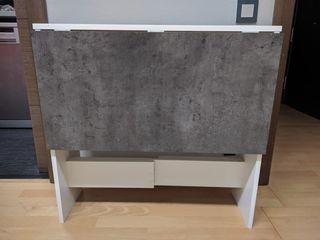Mesa plegable y dos sillas nórdicas