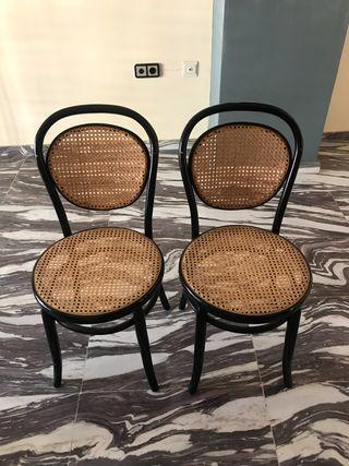 Dos sillas estilo thonet