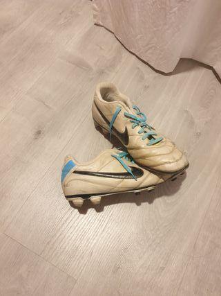Botas tacos fútbol 43