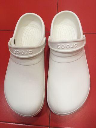Zuecos Crocs originales 47 13 americ como nuevos
