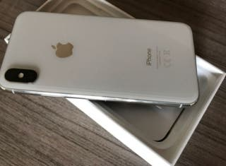 iPhone XS 64GB Plata COMO NUEVO (1 MES) + Fundas