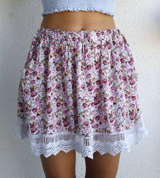 Falda flores y encaje