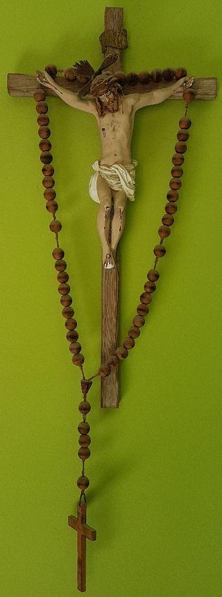Crucifijo de madera con Cristo grande + rosario