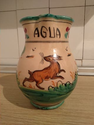 Jarra de cerámica antigua