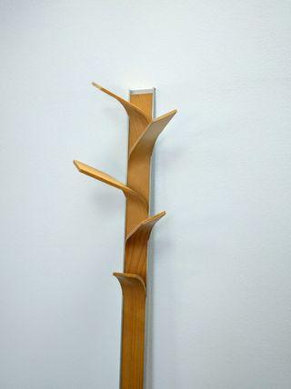 Perchero de diseño en madera