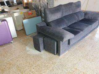 sofa con puffs