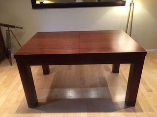 Mesa de comedor en madera de nogal extensible