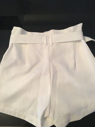 Shorts blancos cinturon