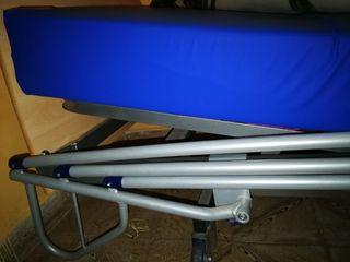 Cama articulada hospitalaria, poco uso.