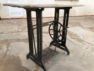 Pie máquina coser Singer antigua.