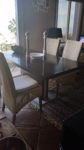 mesa de comedor y sillas a juego