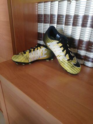 botas de fútbol de niño nike
