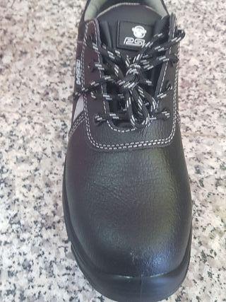 zapatos de seguridad con su caja