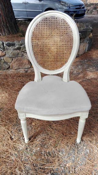 5 sillas de salón,madera y ratán. .