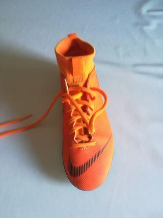 botas fútbol sala tobilleras marca Nike número 38