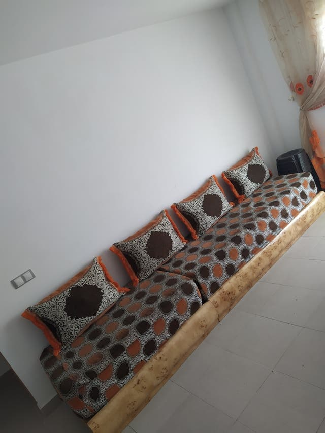 sofa arabe y cortina
