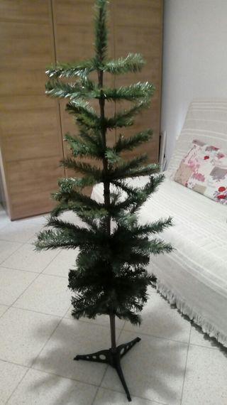 árbol navidad nuevo y regalo