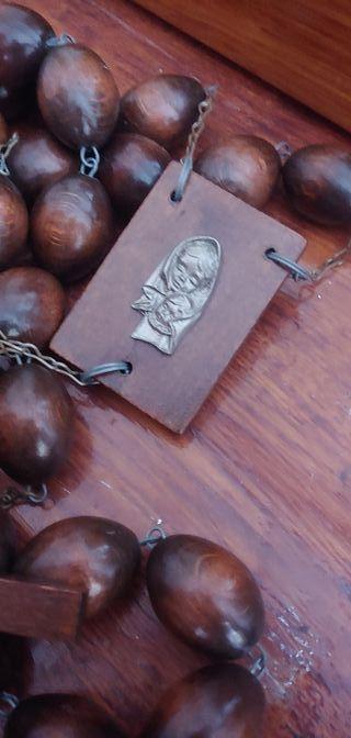 Antiguo Rosario de madera noble muy antiguo.