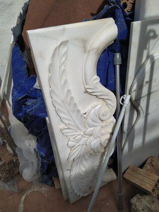 Chimenea de obra en marmol tallada