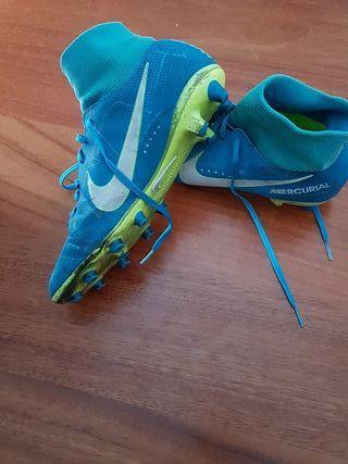 botas de futbol con tacos