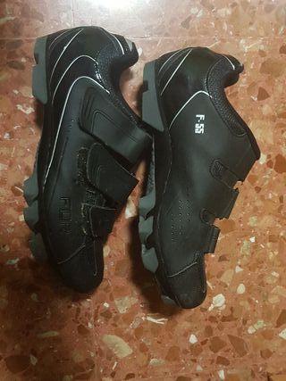 Calas y zapatillas de bicicleta