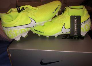 Botas de futbol nuevas