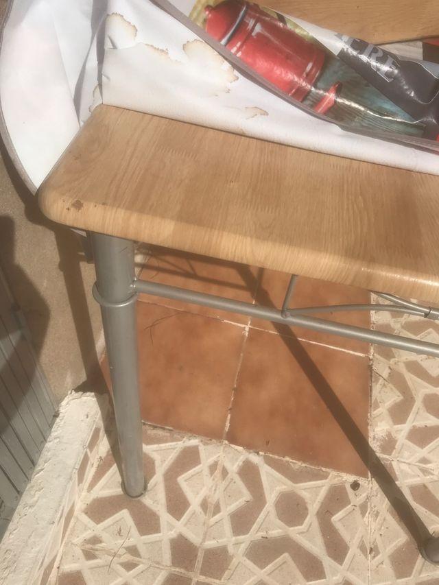 Mesa y 4 sillas comedor