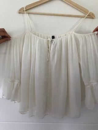 blusa blanca hombros descubiertos Zara