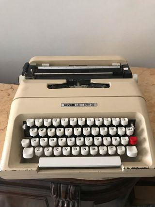 Máquina de escribir olivetti lettera 35.