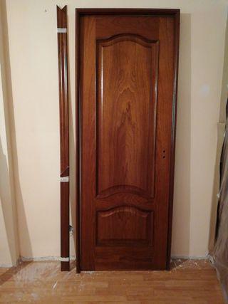 Puerta de madera maciza color Sapeli