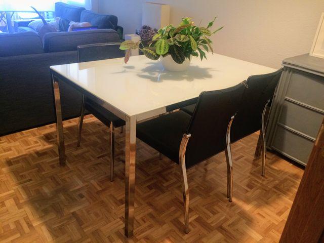 Conjunto mesa de comedor y 4 sillas