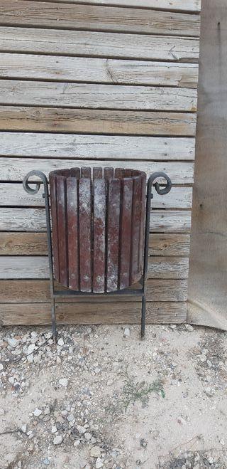 papelera para exterior forja y madera