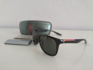 Gafas de sol Prada.