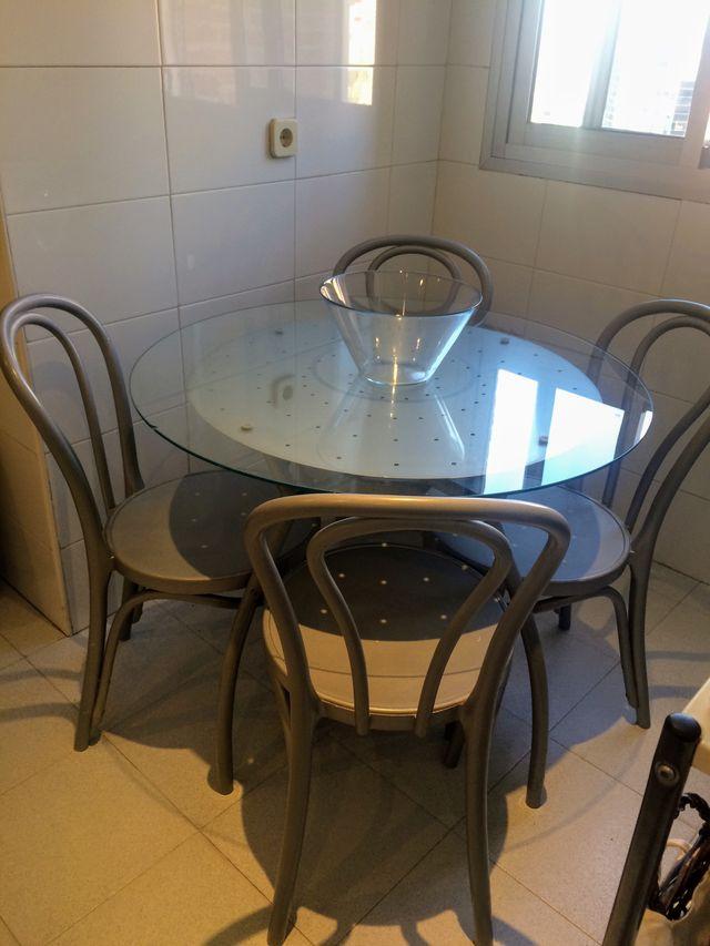 conjunto de mesa con cuatro sillas
