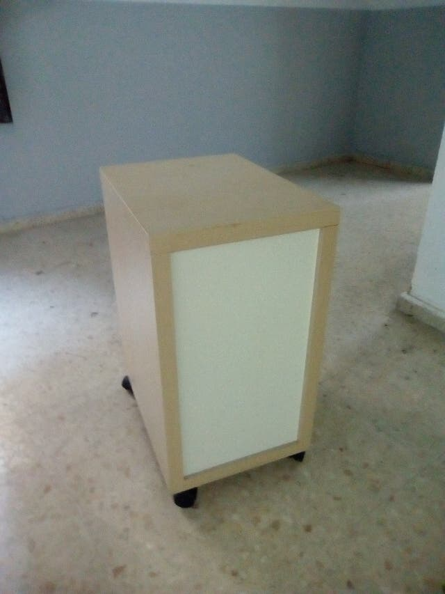 Mueble movible,4 ruedas