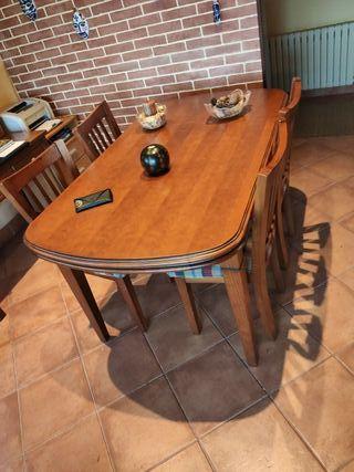 Mesa comedor madera. 4 sillas opcional