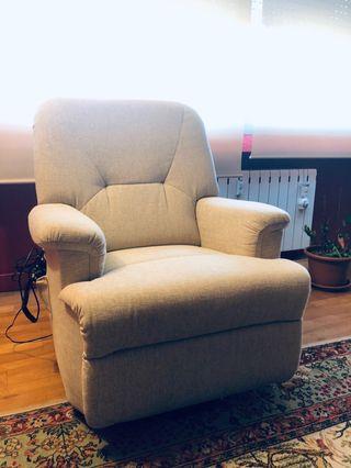 Sillón tapizado con relax power lift reclinable