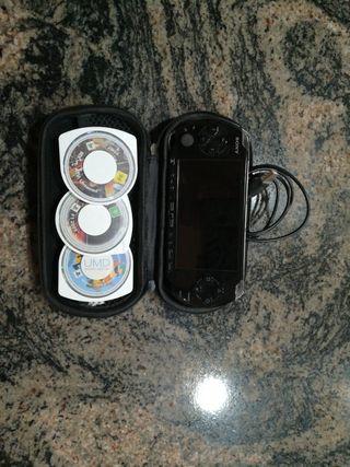 PSP + 3 juegos y cargador