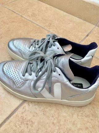 Zapatillas de piel marca Veja