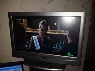 televisor de 19 pulgadas con su mando--
