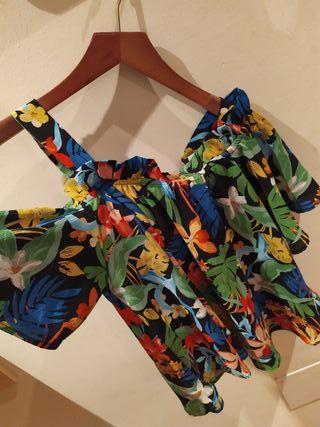 Blusa estampada nueva con doble posición