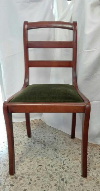 4 sillas de madera maciza tapizadas